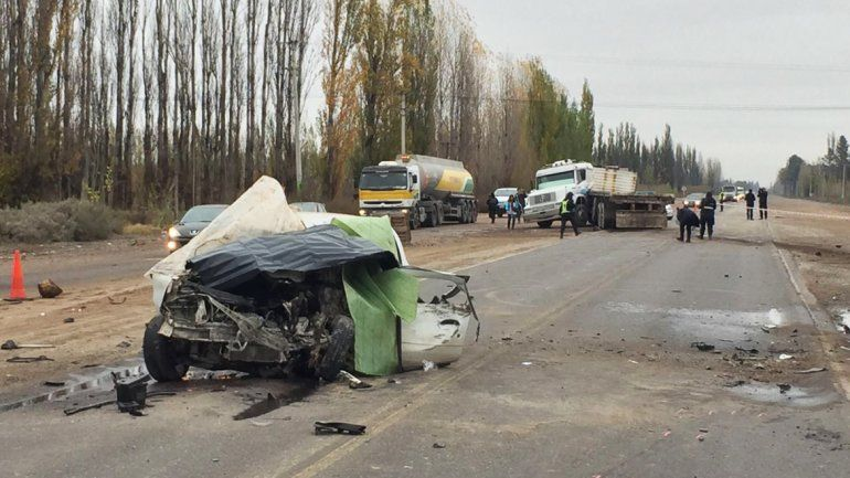 Un hombre murió en un choque frontal contra un camión en la Ruta 22
