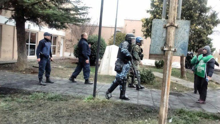 ATE Río Negro se manifestó en el municipio y el intendente se encerró
