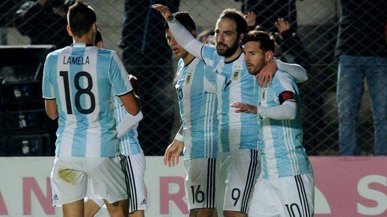 Lio Messi se retiró golpeado en el partido de anoche con Honduras.