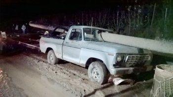 se salvo de milagro luego de que un cano atravesara su camioneta
