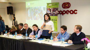 La ministra Mónica Silva encabezó el encuentro de Educación Tecnológica en la sede cipoleña de la Capeac, ubicada en calle Tres Arroyos 365.