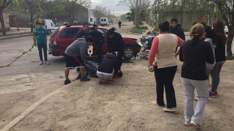Motociclista borracho y sin casco chocó y sufrió importantes heridas