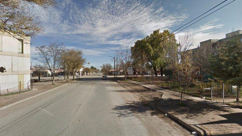 Un hombre asaltó a una joven en plena calle y nadie la ayudó