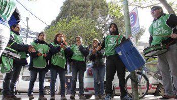 trabajadores del cementerio amenazan con nuevas medidas