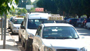En Cipolletti hay unos 400 taxis habilitados. Los propietarios esperan la aplicación de la nueva tarifa, que debe implementarse el 1º de noviembre.