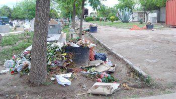 Las medidas de fuerza de ATE dejaron al cementerio en un pésimo estado.