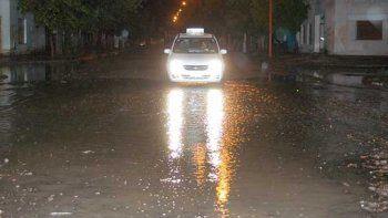 por el temporal de lluvia, se suspendieron las clases manana en toda la ciudad
