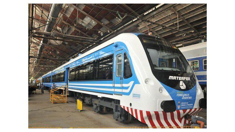 Randazzo mostró los trenes que harán el recorrido Neuquén-Cipolletti