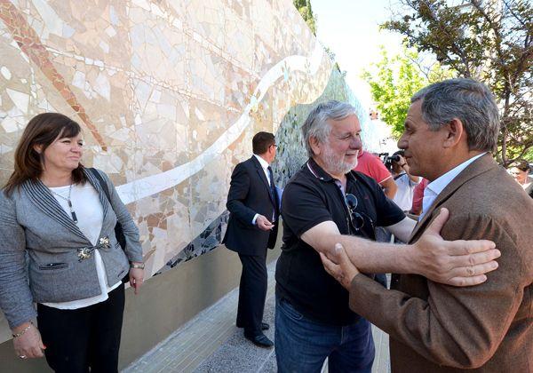 Se inauguró  el mural Los elogios, del artista Carlos Juárez