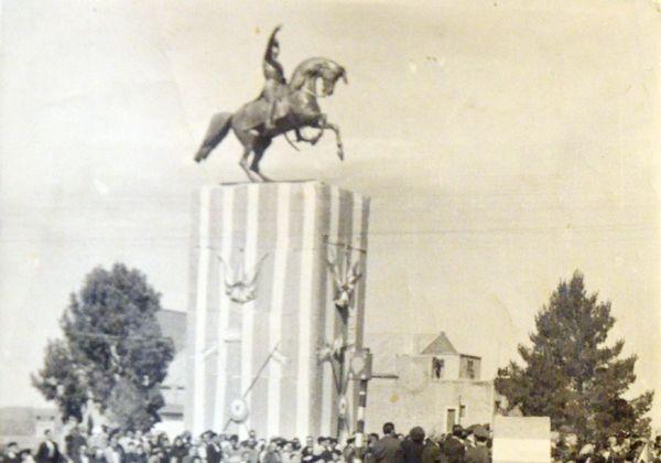 El soldado fotógrafo y aquel monumento