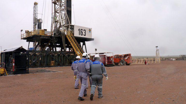 Pereyra aseguró que YPF dará de baja a 2000 trabajadores en Neuquén
