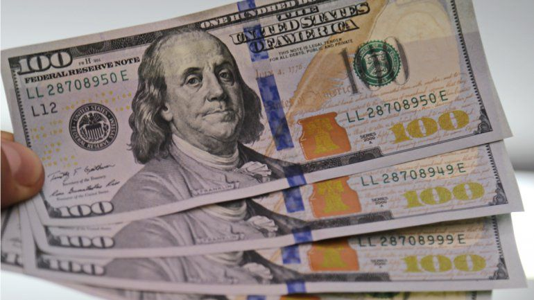 En los bancos públicos la divisa oficial avanzó un centavo y se vendió a $9