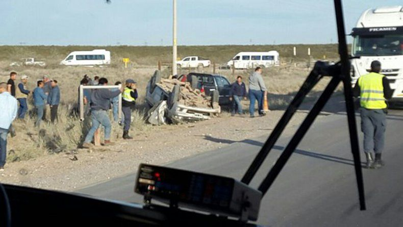 Petroleros heridos tras un vuelco en la Ruta 51