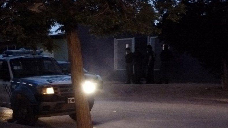Detuvieron a cinco personas con droga, dinero y armas