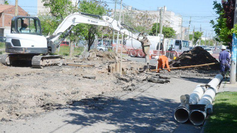 Se volvió a romper un caño en la calle Intendente Carro y Olascoaga.