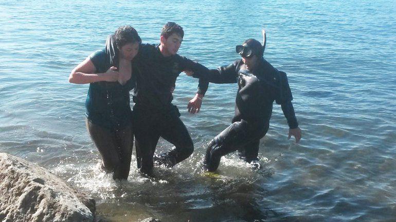 Se tiró a lo Tarzán y casi se ahoga en el Nahuel Huapi