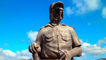 La estatua sin cara del sargento Aigo.
