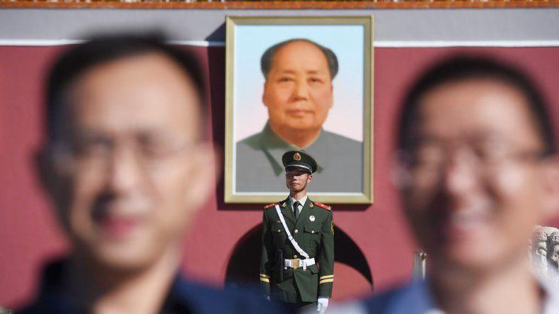 Bajo la mirada de Mao