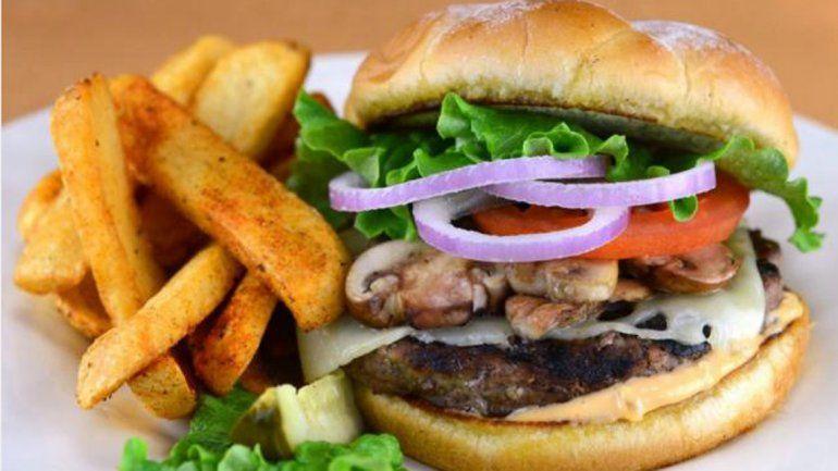 Descubrí cuánto hay que correr para bajar las calorías de una hamburguesa