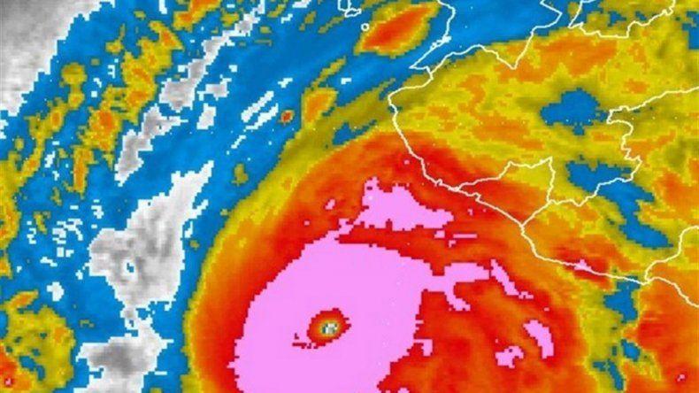 El huracán Patricia impactó en la costa de México
