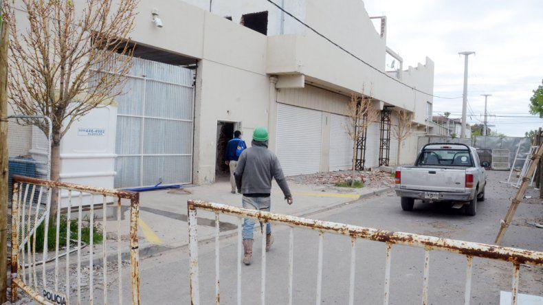 Desde hace unos días se trabaja en la demolición de parte de la Cooperativa Obrera
