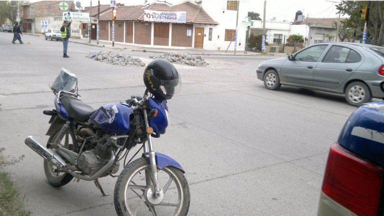 Motociclista resultó herido al ser chocado por una camioneta