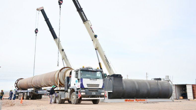 El flamante horno de Comarsa llegó a Neuquén desde Estados Unidos.