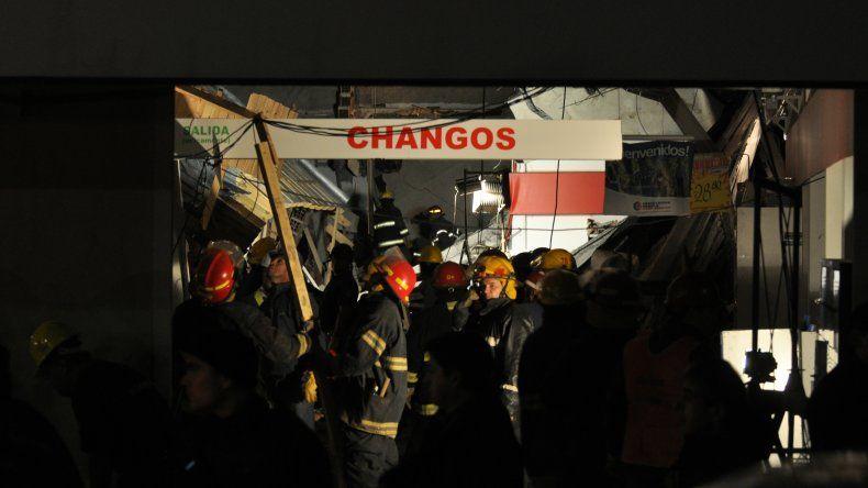 Las sirenas y la confusión se apoderaron de la escena minutos después del derrumbe.