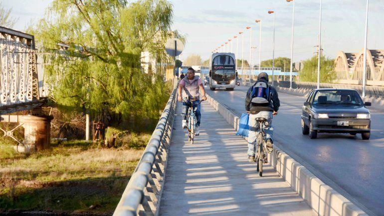 Robo en el puente Neuquén-Cipolletti.