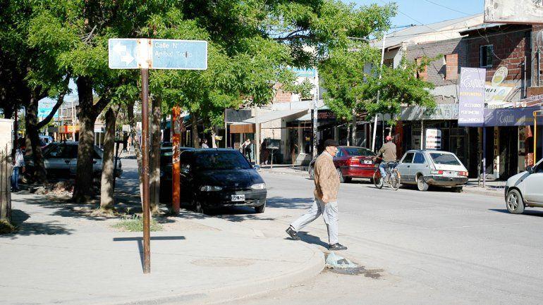 La popular barriada está ubicada sobre calle Esquiú de Cipolletti. Los vecinos dicen que esto va a terminal mal.