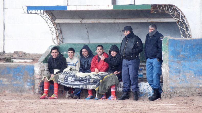 La lluvia y el frío no detuvieron la nueva jornada copera en Neuquén.