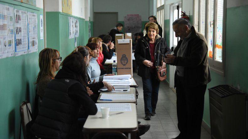 Todo el color de una fría jornada electoral en la ciudad