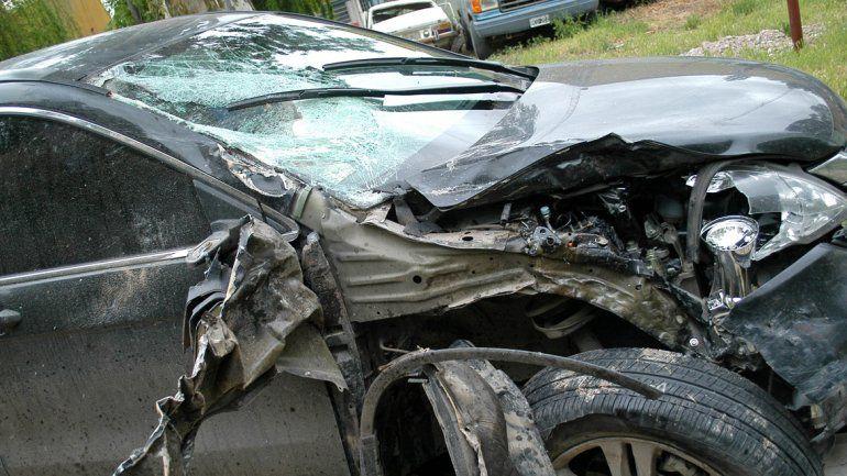 La lujosa camioneta Honda CR-V quedó abandonada en la Ruta Provincial 65. El conductor de la Motomel 200 cc murió casi instantáneamente.