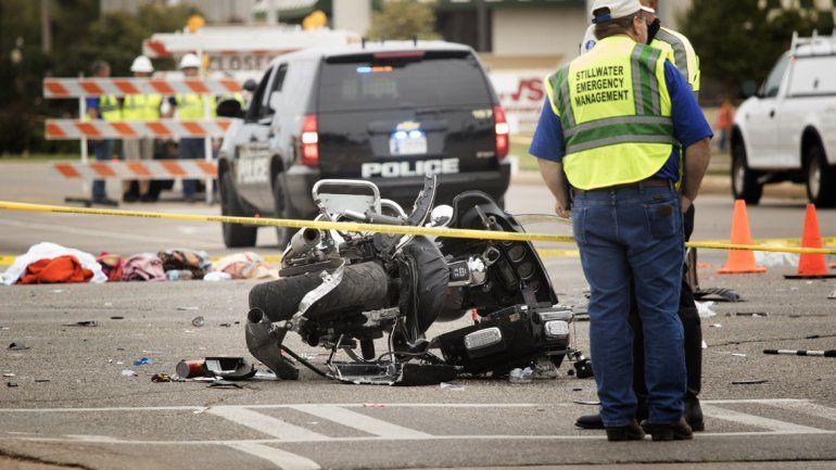 Policías de Oklahoma en el sitio donde ocurrió la tragedia.