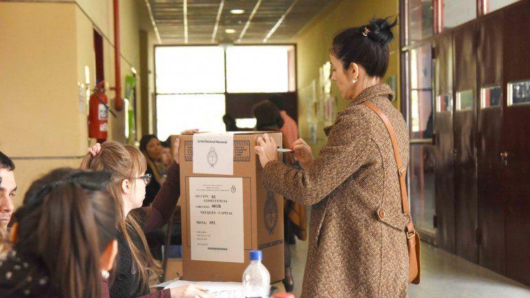 Hubo una alta participación a nivel provincial: el 83 por ciento del electorado fue a votar en todas las ciudades.
