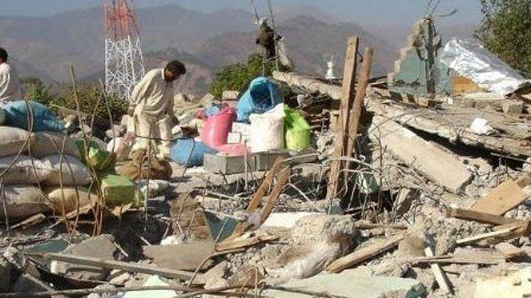 Fuerte terremoto sacudió Asia y causó al menos 100 muertos