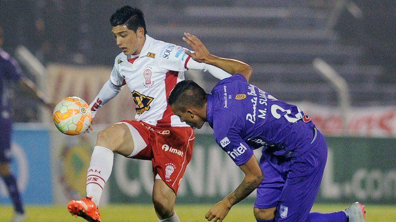 El conjunto de Parque Patricios igualó 0 a 0 en Montevideo y pasó.