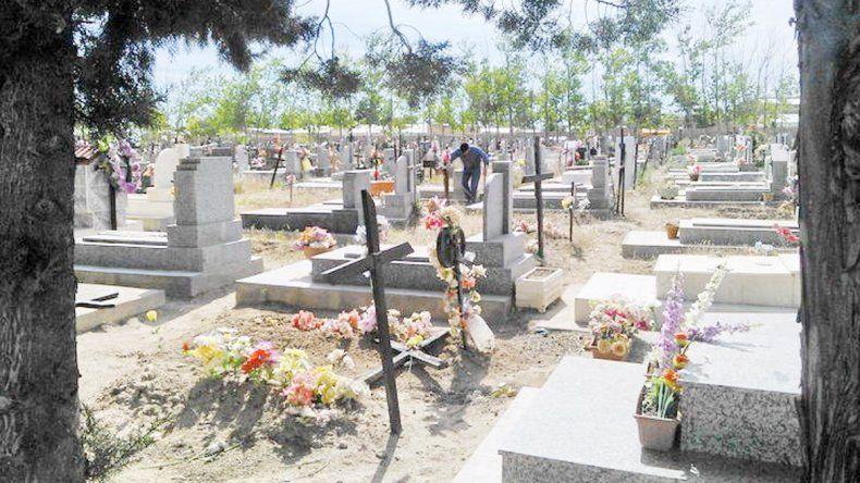 En la parte de atrás del cementerio