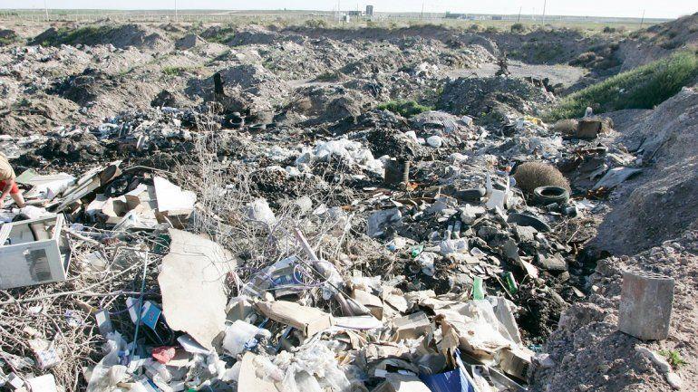 Toneladas de basura se acumulan en el barrio Primeros Pobladores