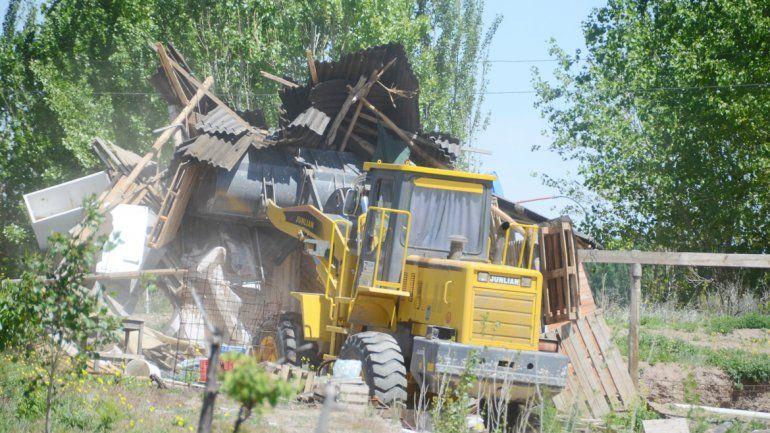 La Policía detuvo a los productores y arrasó con las construcciones.