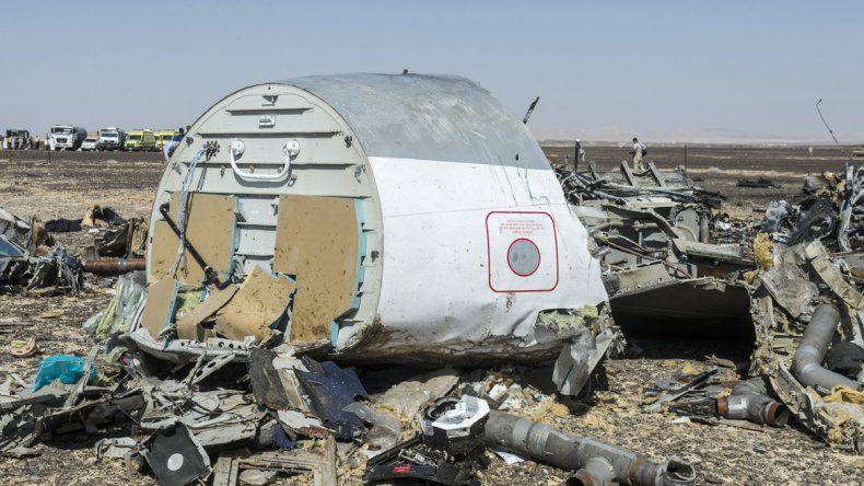 Los restos del avión del vuelo KGL9268 quedaron desperdigados en un radio de 20 km2 en la provincia de Sinaí
