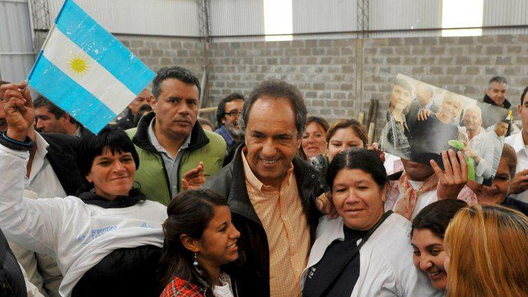 Scioli realizó ayer una recorrida de campaña por la localidad de José C. Paz.