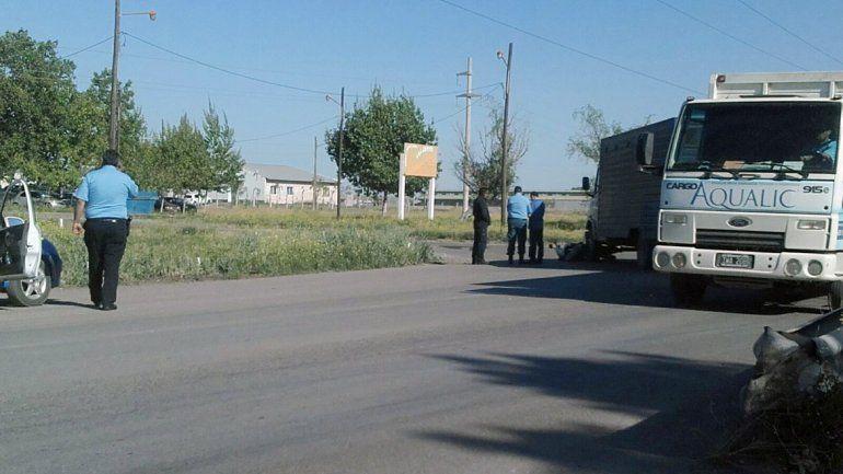 Camión de la Policía chocó a una moto cuando entraba a la U11