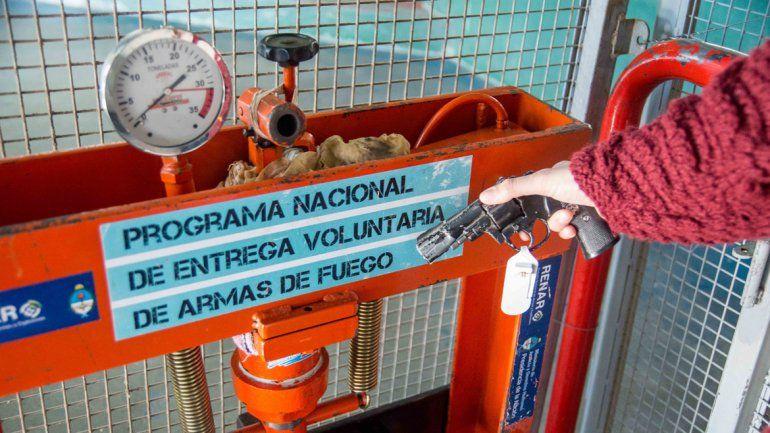 El operativo funciona en el Ruca Che y después se hará en Centenario.