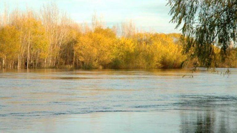 Se rateó del colegio, se fue al río y casi se ahoga