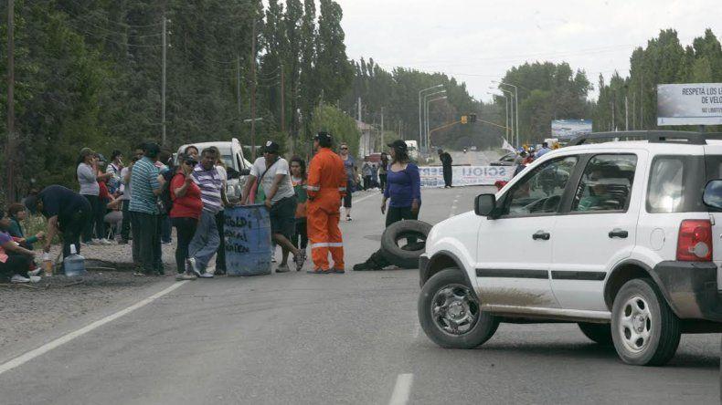Municipales de Centenario liberaron el bloqueo sobre la Ruta 7