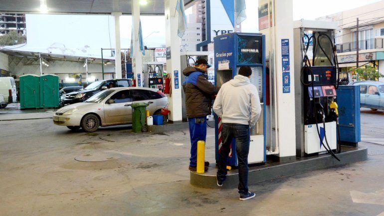 La reducción en el precio de la nafta impactará positivamente en el turismo.