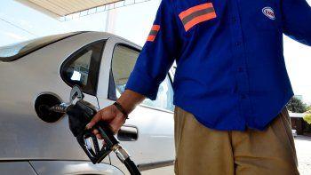 buscan prohibir el autoservicio en expendio de nafta