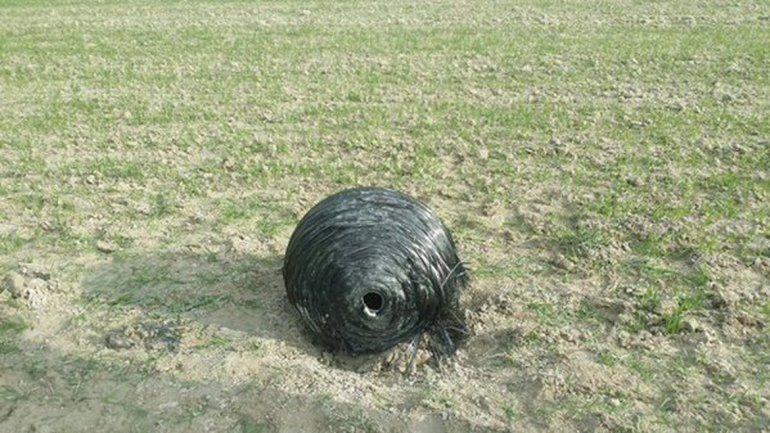 Los restos de un cohete espacial caídos en un campo de Murcia.