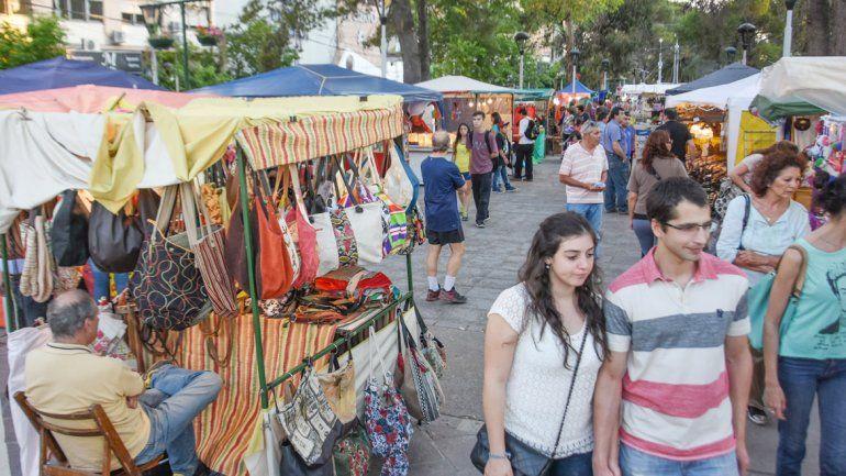 La Feria de Artesanos comenzó anoche y se extenderá hasta el lunes.